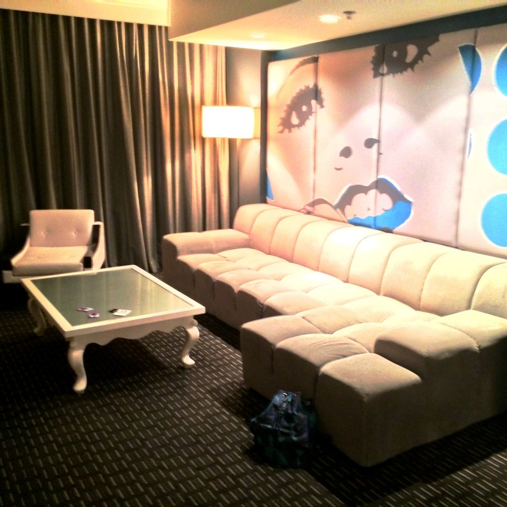 Fantastic Suite 2207 lounge area.