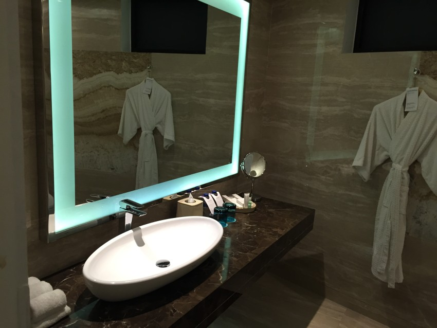 Bathroom in the the Aqua Studio Suite with Spacious Terrace at the Le Meridien Bali Jimbaran