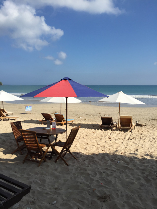 The beach is about a five minute walk from the Le Meridien Bali Jimbaran -- there is no direct access from the hotel
