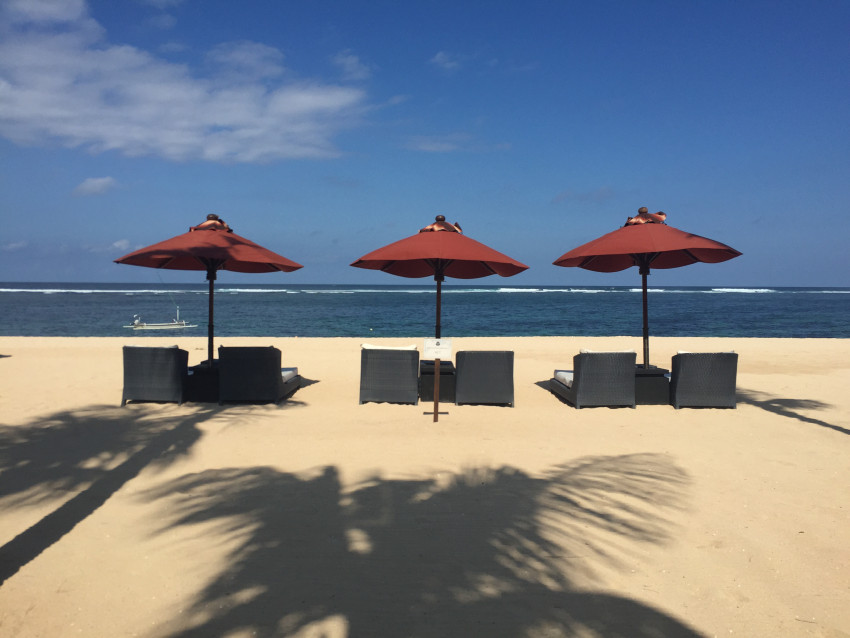 The St Regis Bali Nusa Dua offers direct access to the beach!